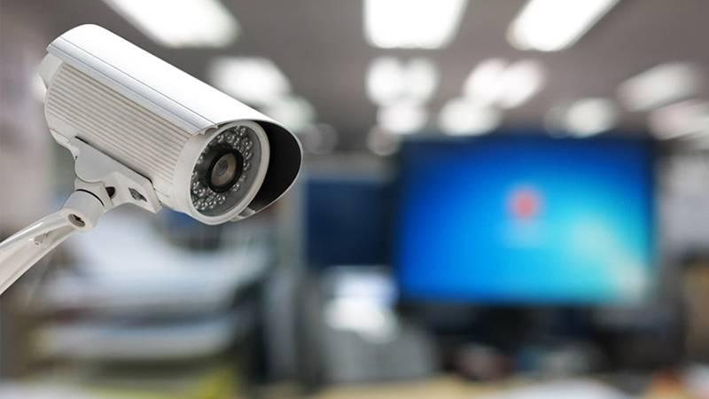Sistema de segurança empresarial vistoriando a entrada de clientes e fornecedores