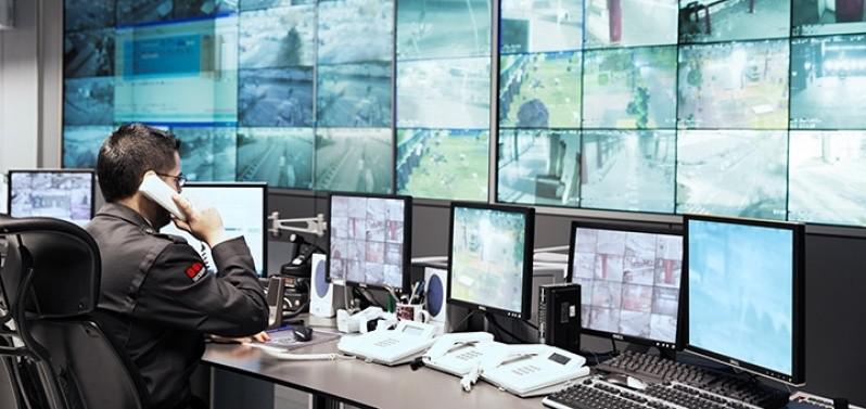 Profissional trabalhando em uma empresa de segurança em Osasco SP